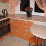 кухня 6 квадратных метров оранжевого цвета