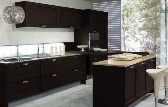 кухонный гарнитур темного цвета