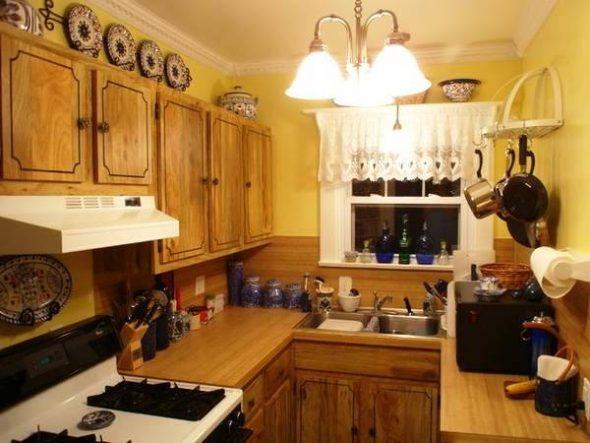 маленькая кухня в стиле кантри
