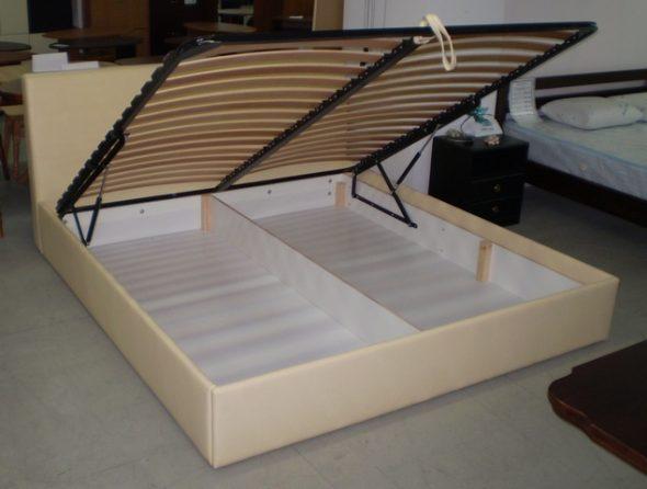 кровать с ламелями
