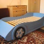 сделать детскую кровать машину