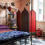 ширма в комнате красная