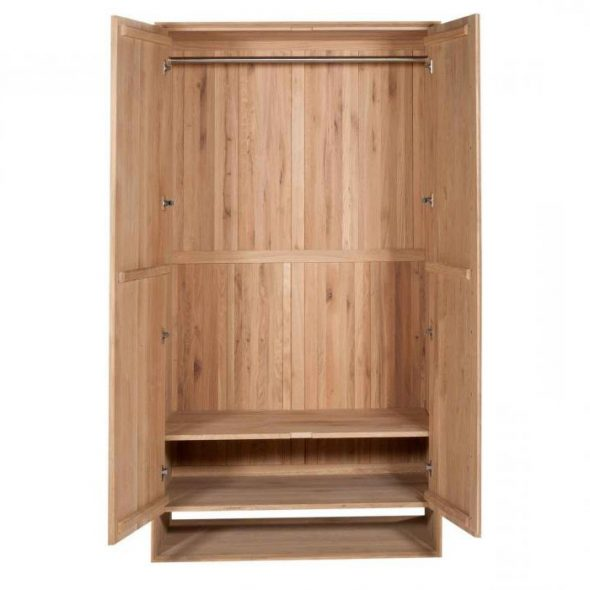 шкаф из дерева внутри