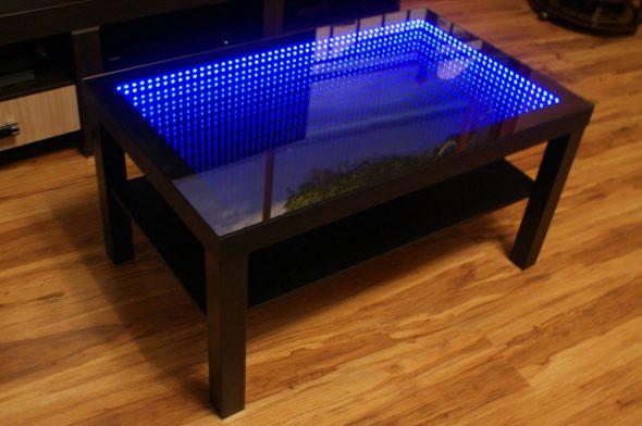 стол с синей подсветкой
