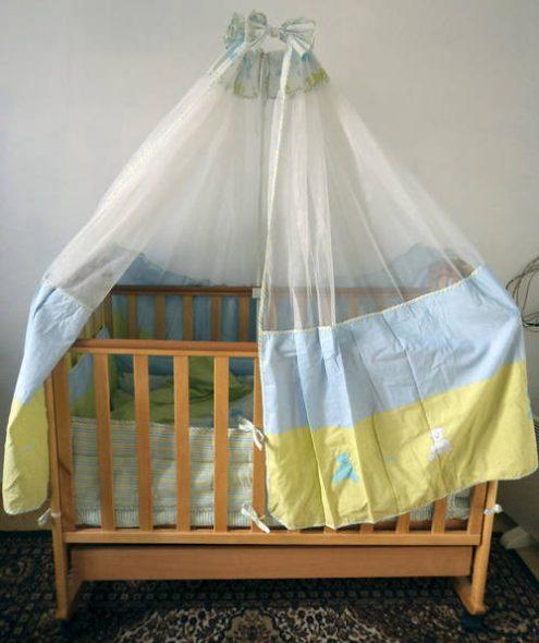 вешать балдахин на детскую кроватку