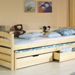 кровать из дерева с ящиками