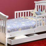 кровать белая с бортиками