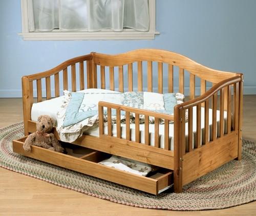 Детская кровать деревянная с бортиками