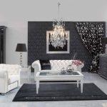 белая мебель в черно белой гостиной