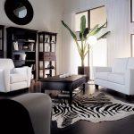 белая мебель с темным полом