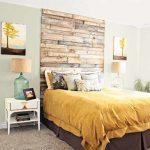 Изголовье кровати из деревянных планок