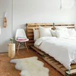 кровать из паллетов простая