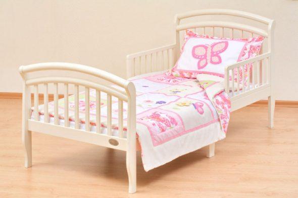 классическая кровать с бортиками