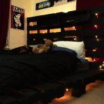 кровать из поддонов черная