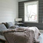 кровать из поддонов в интерьере