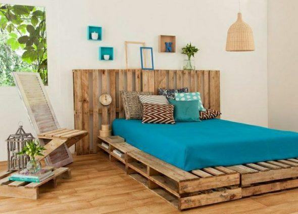 самодельная кровать из поддонов