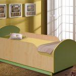 кровать высокая из дерева
