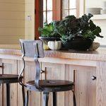 барная стойка и стулья на кухне