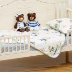 кровать из дерева с бортиками