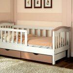 детская кровать с бортиками в детской