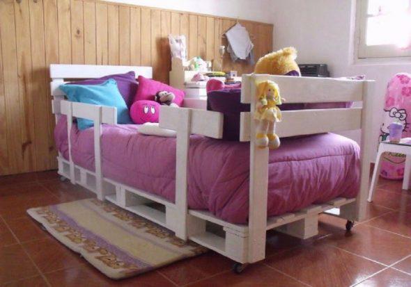 детская кровать из поддонов
