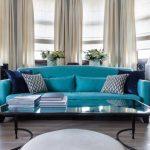 диван бирюзовый интерьер гостиной