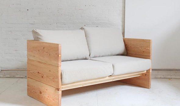 диван сделан из натурального дерева