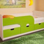 кровать зеленая с бортиком
