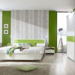 светлая спальня бело салатовый интерьер