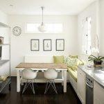 диван на кухне белый