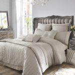 двуспальная кровать светлая
