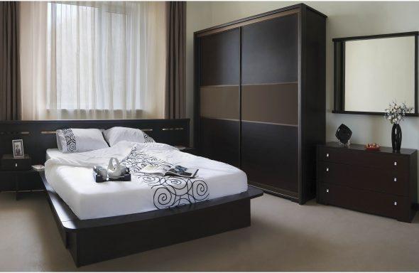 двуспальная кровать в темном интерьере