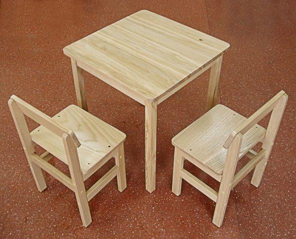 комплект стол 2 стула для детской из дерева