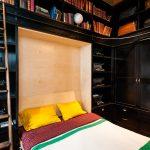 кровать трансформер в черном шкафу