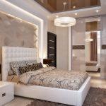 двуспальная кровать в бежевом интерьере