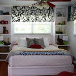 двуспальная кровать с тумбочками