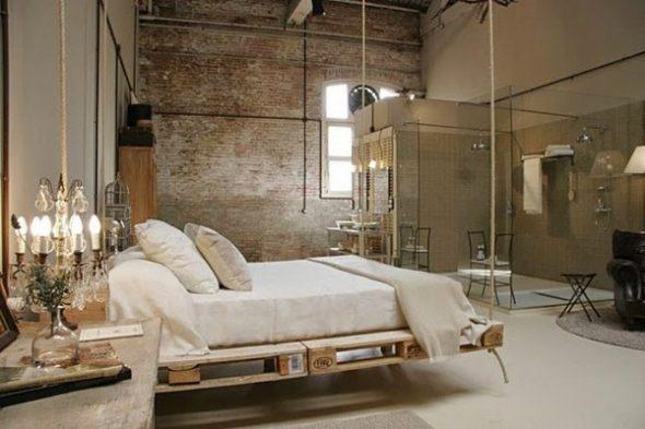 кровать из поддонов подвесная