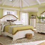 светлая мебель в спальне