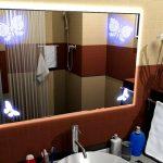 зеркало с подсветкой и декором