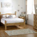 кровать из дерева фото