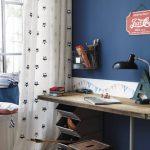 стол письменный у окна