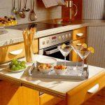 выдвижной стол в интерьере кухни