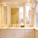 зеркало в ванной светлой