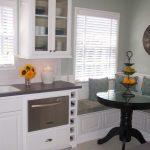 Дизайн кухни с диваном, который очень легко воспроизвести самим