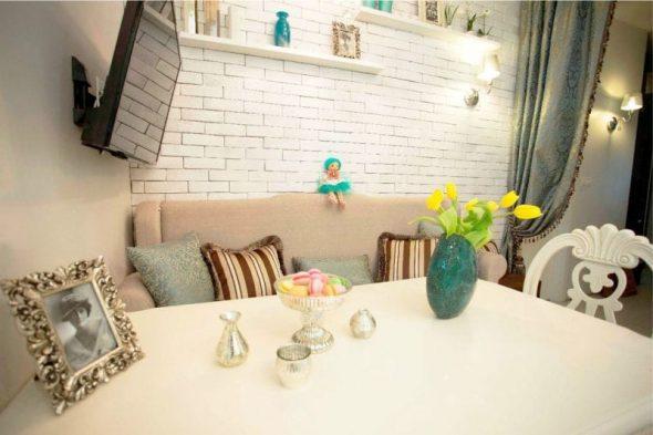 Дизайн кухни с диваном - параллельная расстановка