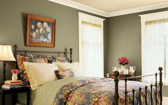 Для классической спальни подойдет натюрморт