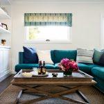 Для небольших помещений лучше использовать диван простой формы