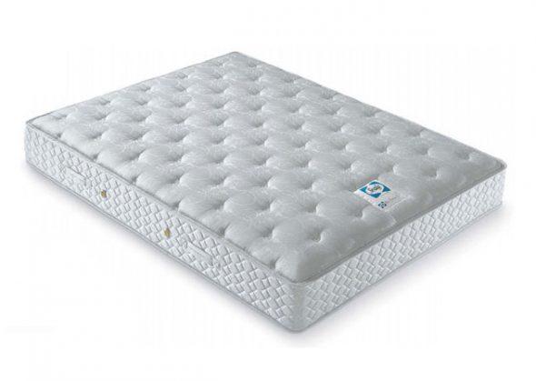 Двуспальный матрас белого цвета