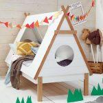 Еще один интересный вариант двухъярусная кровать-домик