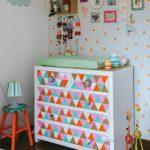 Яркий красочный комод в детской комнате